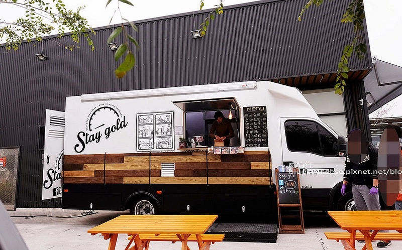 【台中全區】Stay Gold美式餐車-超有型餐車,手作漢堡,推乳酪雙層牛肉堡,有提供外燴外送服務,現點現做耐心等待
