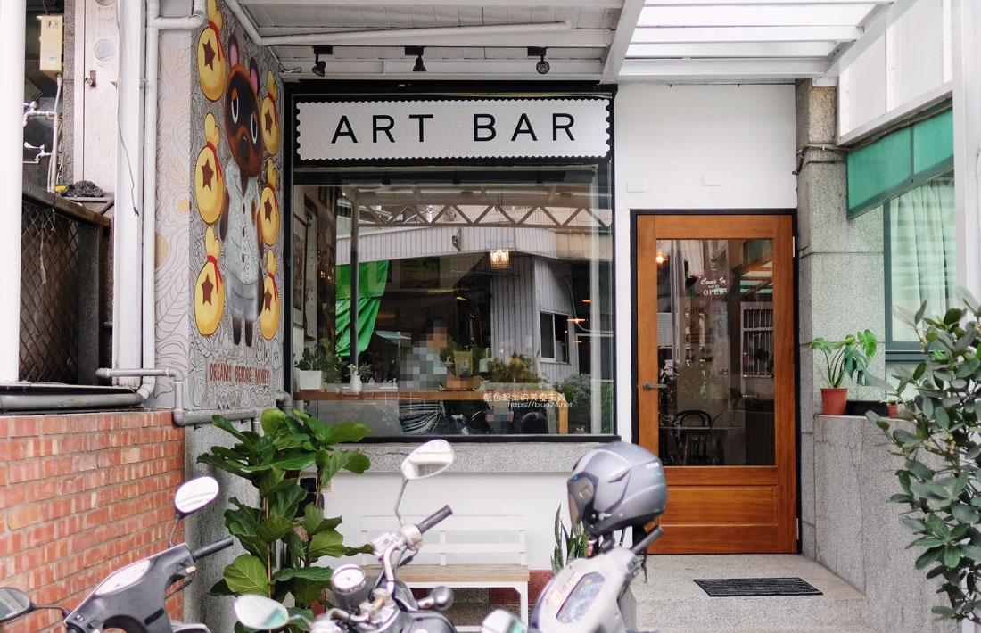 台中南區│ART BAR-南區咖啡館推薦,可以喝咖啡邊欣賞老闆畫作