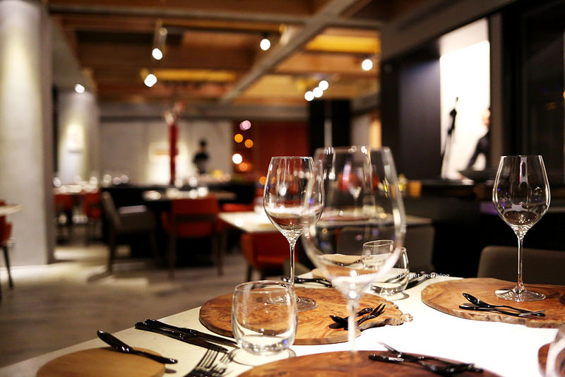 【台中西屯】forchetta餐廳-充滿創意的地中海料理,低調二樓美味時尚空間,生日遇到燈光美氣氛佳,求婚慶生情人節就是這裡了,近國家歌劇院、新光三越
