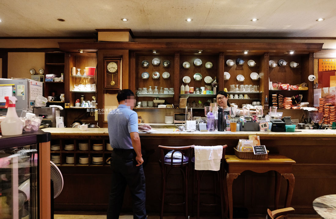 20200903191657 24 - 中非咖啡館|中菲行,中菲咖啡,老台中人的咖啡,迷人的老派咖啡氛圍