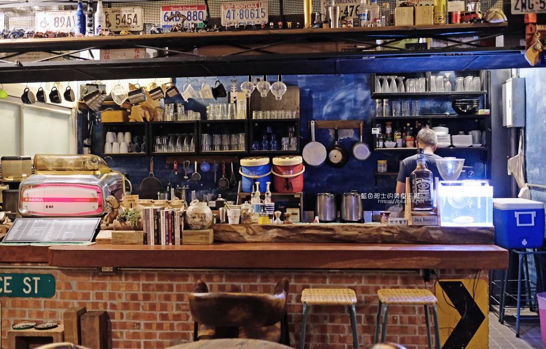20200904172231 35 - 懶人咖啡館五代目|讓人放鬆的台中深夜咖啡館,這裡的厚片吐司是別人家的兩份厚片吧