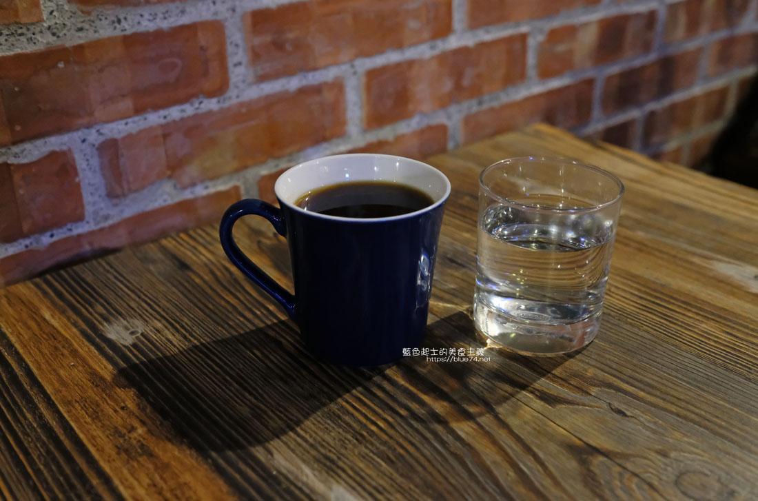 20200904172239 3 - 懶人咖啡館五代目|讓人放鬆的台中深夜咖啡館,這裡的厚片吐司是別人家的兩份厚片吧