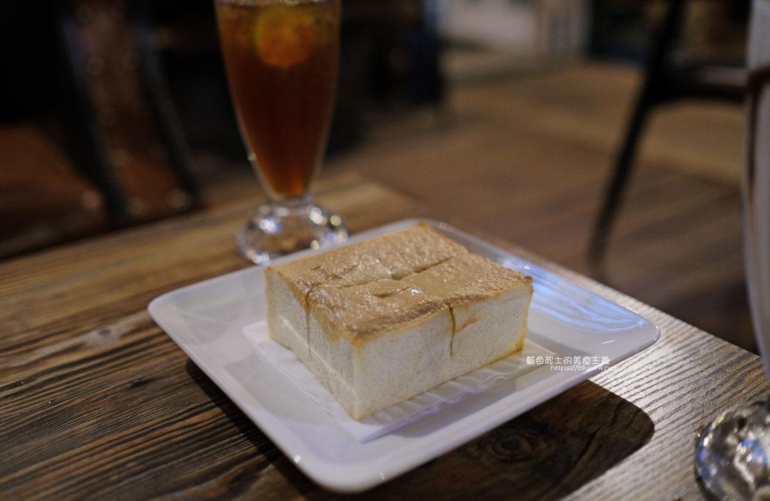 20200904172241 97 - 懶人咖啡館五代目|讓人放鬆的台中深夜咖啡館,這裡的厚片吐司是別人家的兩份厚片吧