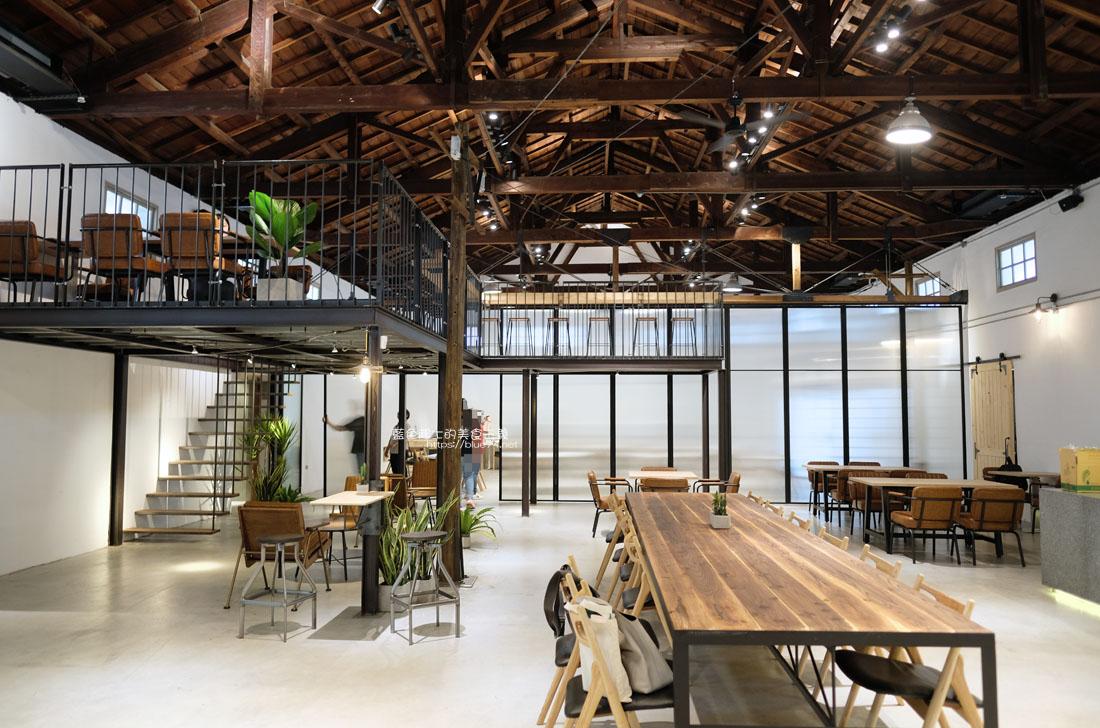 20200910175700 11 - 憬初尋|豐原老倉庫改建成咖啡廳,木質設計結合工業風,老屋新生也推廣國產咖啡及農產