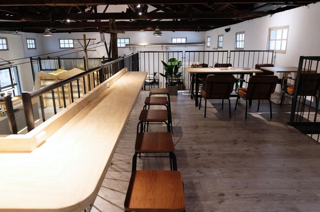 20200910175705 44 - 憬初尋|豐原老倉庫改建成咖啡廳,木質設計結合工業風,老屋新生也推廣國產咖啡及農產