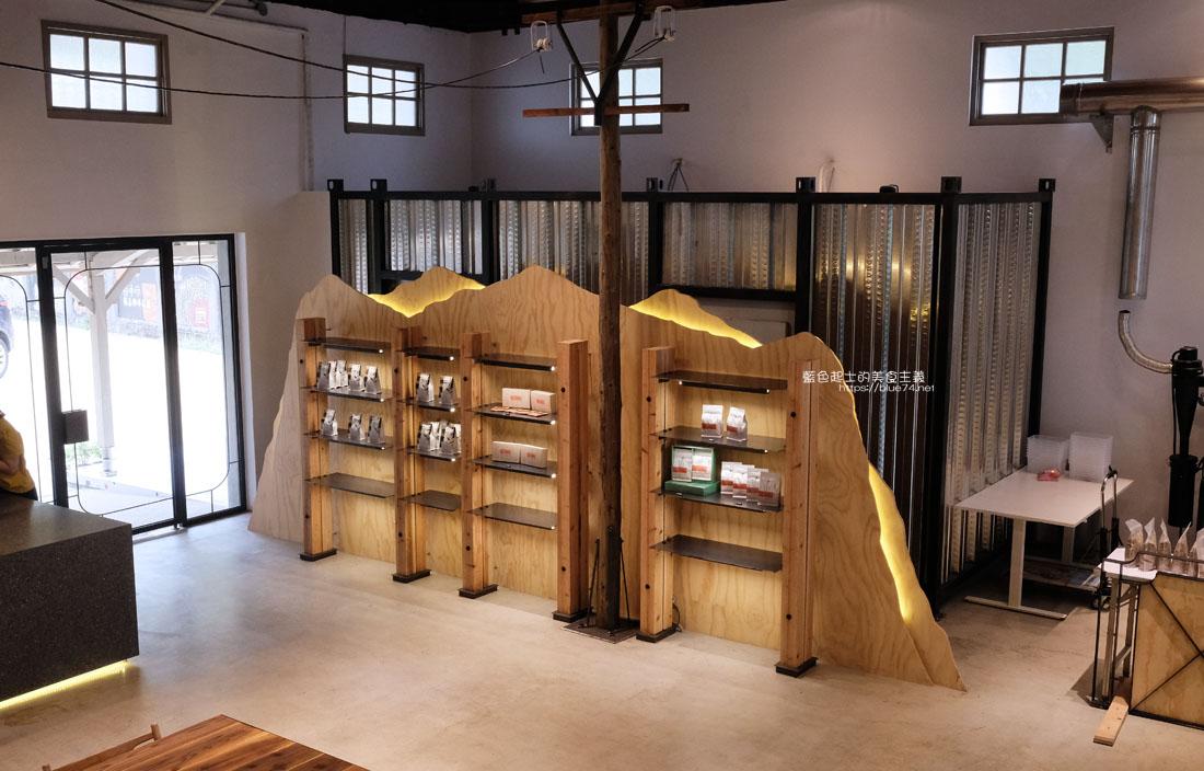 20200910175718 66 - 憬初尋|豐原老倉庫改建成咖啡廳,木質設計結合工業風,老屋新生也推廣國產咖啡及農產