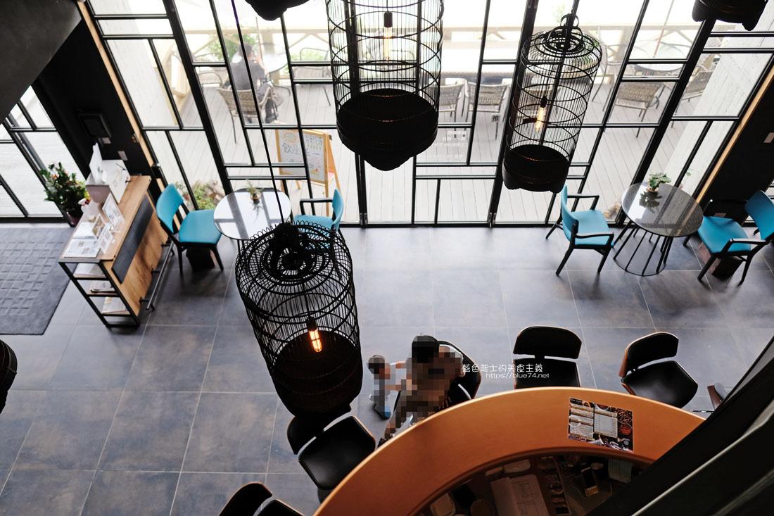 20200913012032 79 - 彩色曼陀羅咖啡|環境不錯,打卡書牆好拍