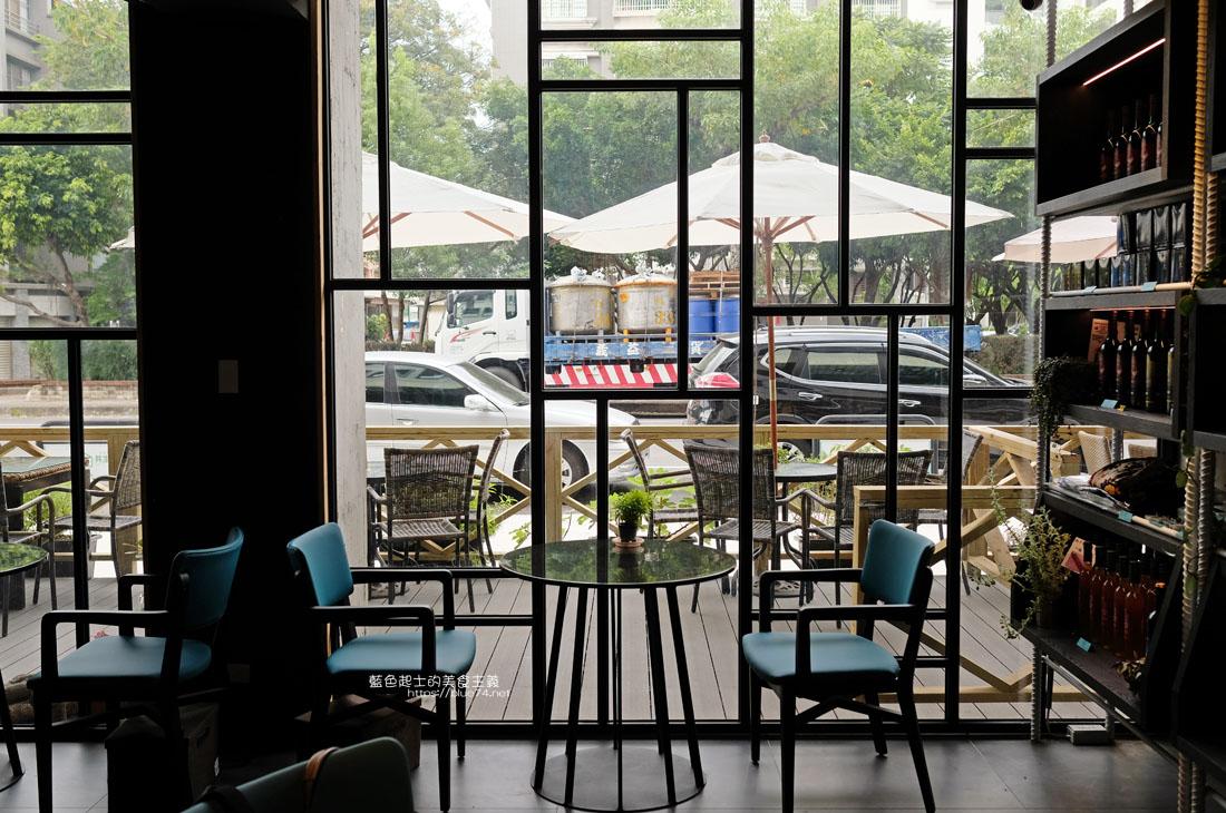 20200913012100 66 - 彩色曼陀羅咖啡|環境不錯,打卡書牆好拍