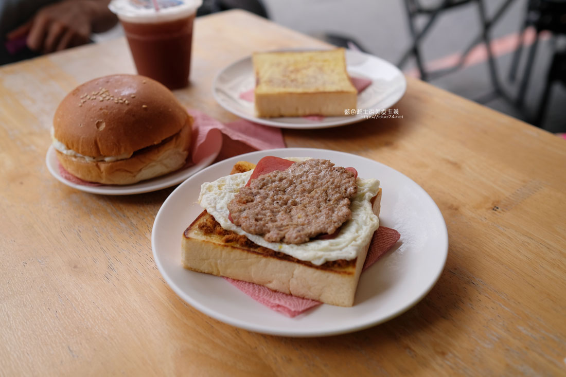 嘉義東區│蔡阿姨早餐-推厚片全加再來片煎肉片,可愛軟鬆漢堡也美賣
