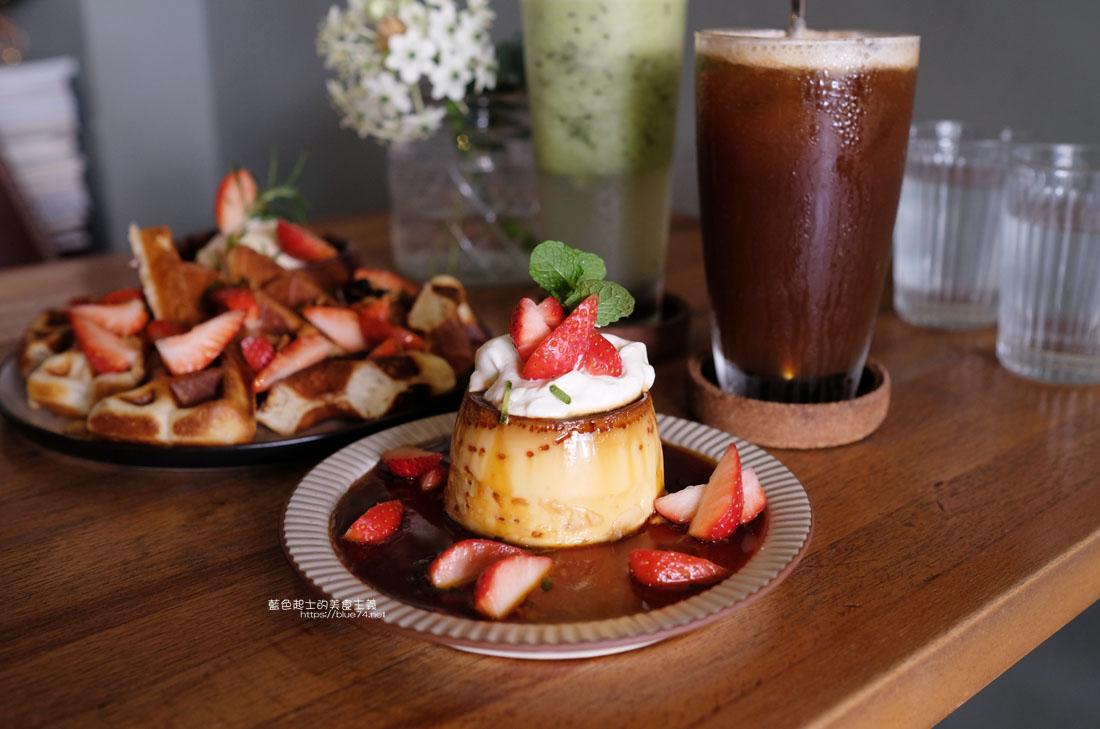 台中西區│Roundabout Cafe-來份季節限定滿滿草莓的布丁和鬆餅下午茶