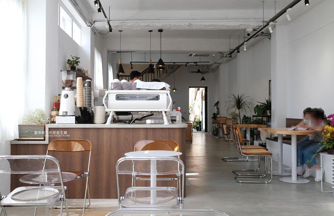 台中沙鹿│初咖啡-海線沙鹿韓系咖啡廳,自家烘焙,白色系搭配木質桌椅,明亮好拍