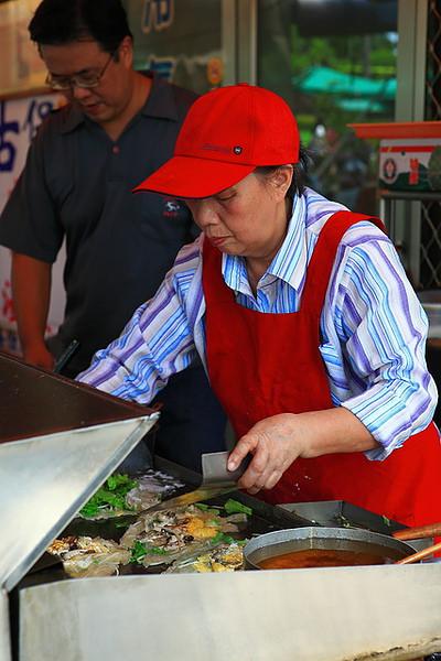 王銀桂創始人在煎蚵仔煎
