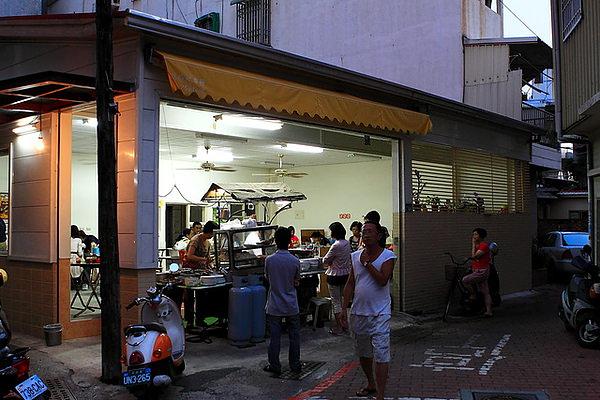 店外觀,位於北忠街與裕民街交叉口