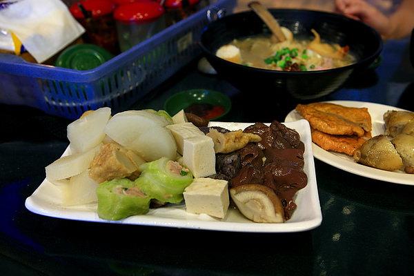 豬血、香菇、菜捲、豆腐、菜頭