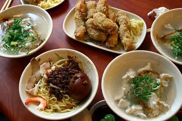 担仔麵、白北魚羹及蝦捲