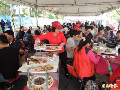 台南美食節推出小吃宴,一次到位,滿足饕客們的味蕾。(記者洪瑞琴攝)