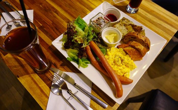 【食記】September Café 九月咖啡館.不吃柏克尼霜餅改點豐盛早午餐 @仁愛圓環(四維路)