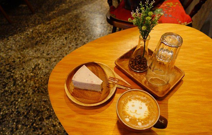 【食記】時光,小屋CAFE.在懷舊的氛圍中讓鋼鐵人陪你喝咖啡吧 @中山站