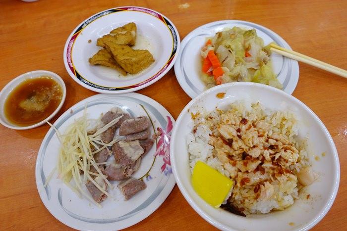 【嘉義.小吃】- 民主火雞肉飯.香噴噴的蔥油滷好下飯~