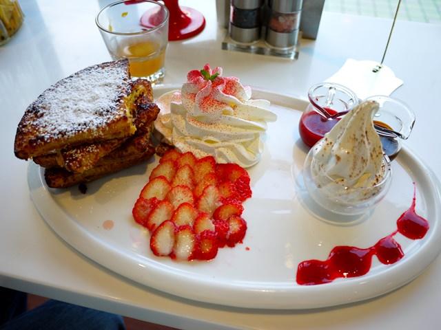 【食記】瓦法奇朵Waffogato 內湖輕食早午餐 布丁鬆餅是什麼?? 同場加映-內溝溪櫻花 (2014.02.02)