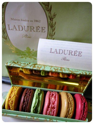 【巴黎】體驗百年甜點的法式優雅~ Laduree