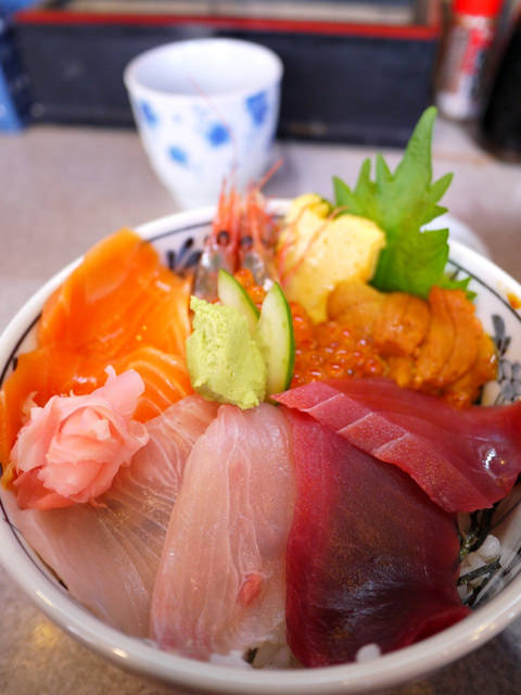 【13 雪見.姊妹遊東京 】- 築地市場吃早餐「築地どんぶり市場」夢幻海鮮丼