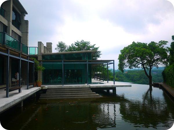 【新竹.景觀餐廳】新竹 巧立在峨眉湖邊的 – 二泉湖畔咖啡民宿