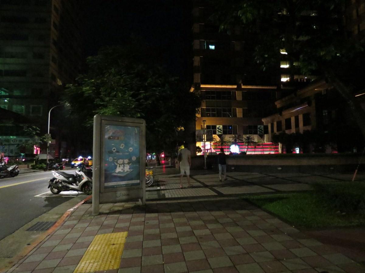 天然豚骨拉麵專門店一蘭@台灣台北本店, 空間布置, 店家位置