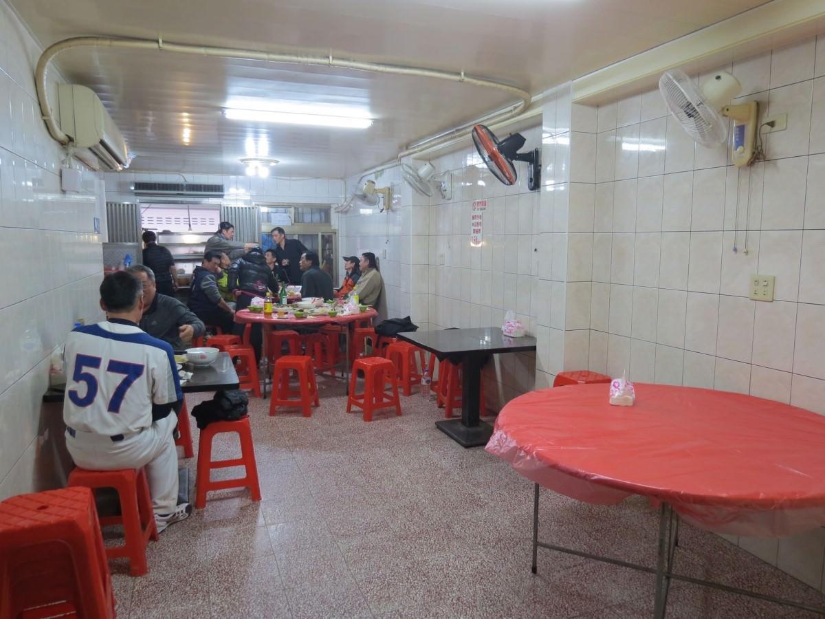 巷仔內烏骨雞海鮮攤, 用餐環境