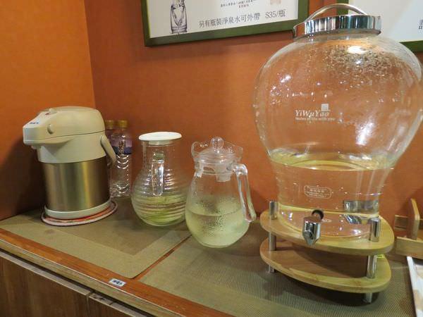 高仰三蔬食@南港店, 餐廳環境, 水