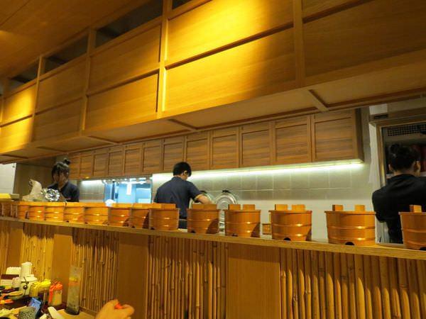 靜岡勝政日式豬排@南港citylink店, 用餐環境, 廚房