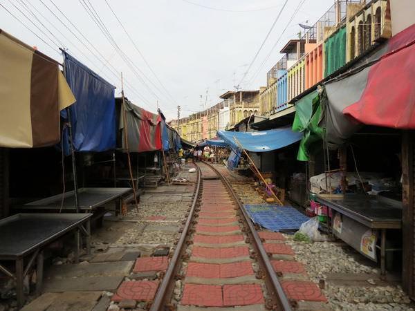 美功鐵道市場(Maeklong Railway Market), 泰國, 夜功府, 美功