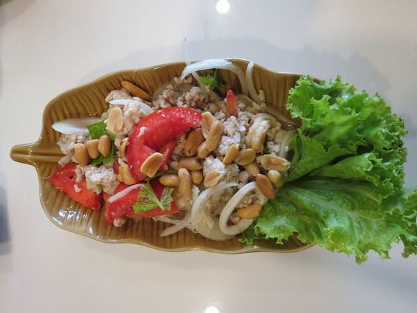 天降財富河畔餐廳(ร้านลาภลอย ยอดพิมาน), 餐點