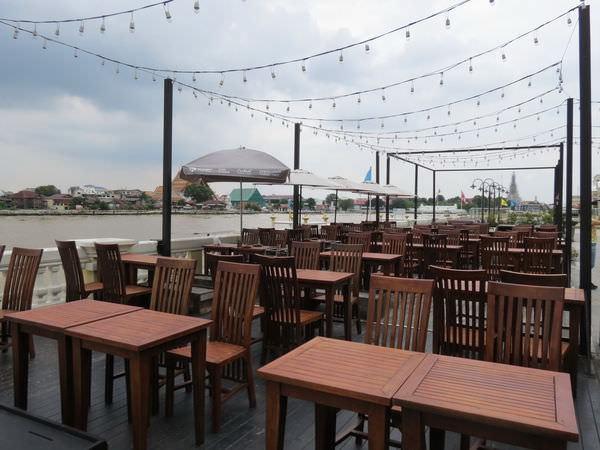 天降財富河畔餐廳(ร้านลาภลอย ยอดพิมาน), 用餐環境