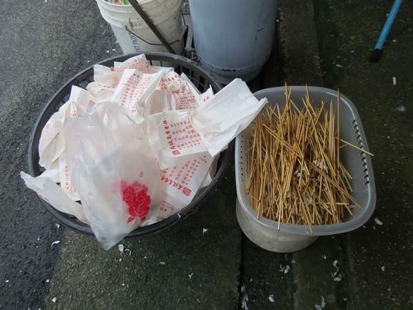 石碇馬告香腸, 垃圾桶