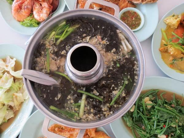 水之家(ร้านอาหาร เรือนวารี)河畔餐廳, 餐點
