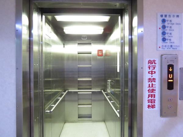 臺馬之星, 電梯