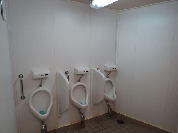 臺馬之星, 廁所