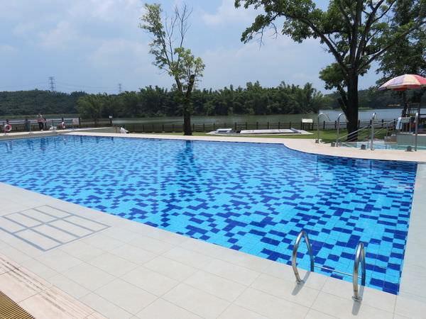 台糖尖山埤江南渡假村, 公共設施, 游泳池