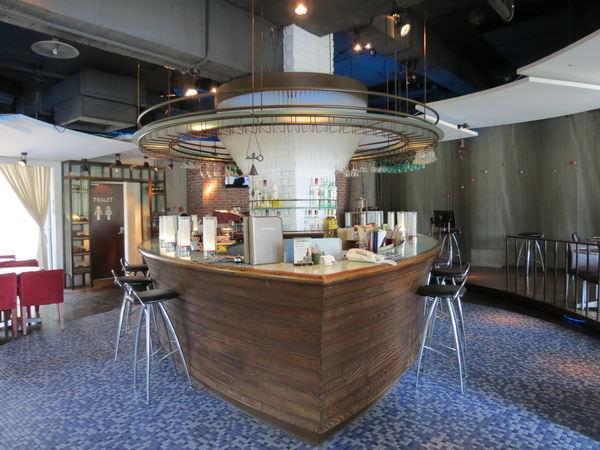 台糖尖山埤江南渡假村, 餐廳, 星光酒吧