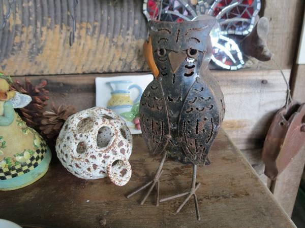 大鋤花間咖啡生態農場, 裝潢佈置, 鐵製藝術品