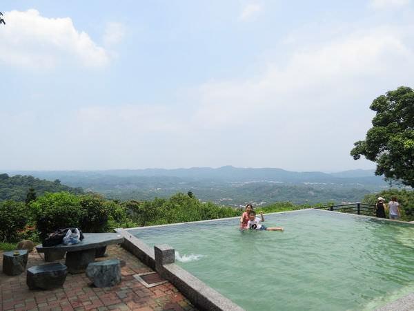 仙湖休閒農場, 設施, 游泳池
