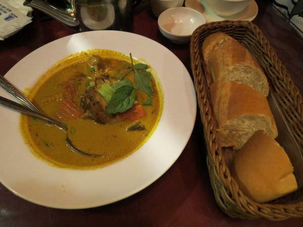 銘記越南美食, 餐點, 咖哩雞法國麵包
