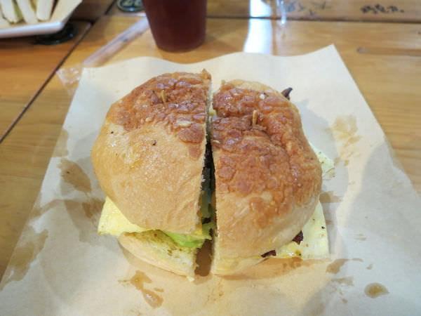 高三孝碳烤吐司@內湖江南店, 餐點, 起司豬排波蘿堡