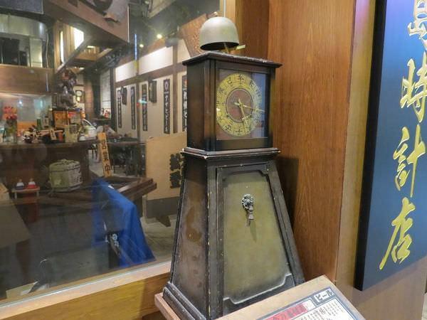 照島再生酒場, 裝潢, 舊式時鐘