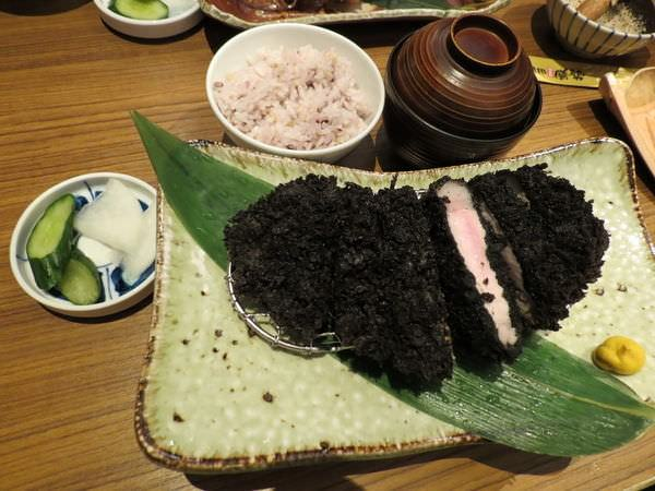 伊勢路-勝勢日式豬排@微風松高店, 餐點, 極黑 黑豚里肌豬排套餐