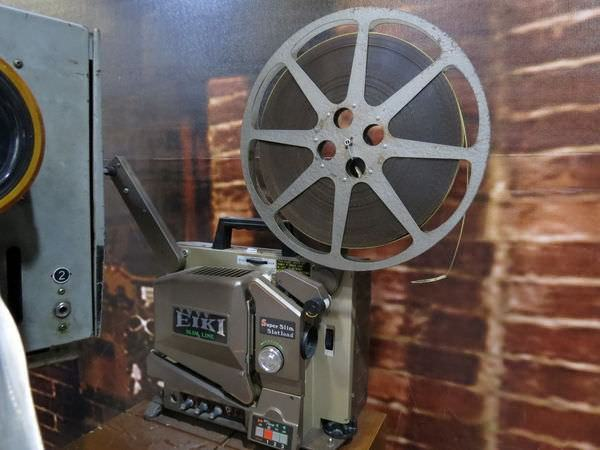 萬代福影城, 3F, 電影放映機 x 碳棒放映機