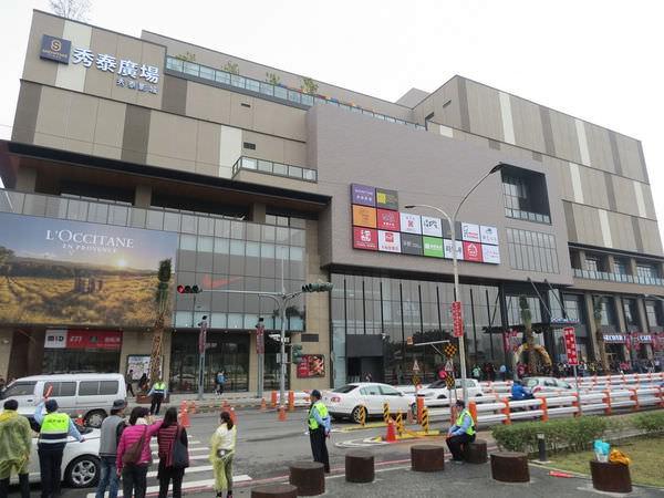 嘉義秀泰影城, 建築外觀, 白天