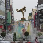 中央七彩噴水池, 嘉農投手吳明捷雕像