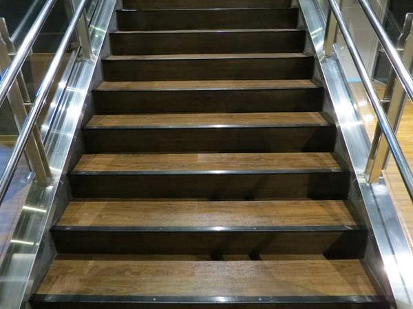 喜樂時代影城, 13F, 樓梯